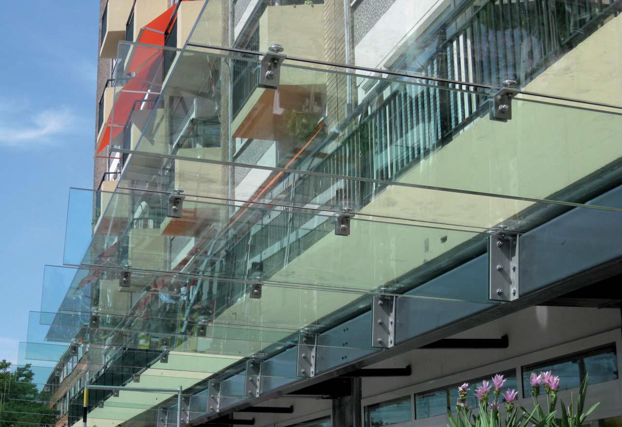 Constructief glazen luifel doorstaat testwn glansrijk glas in beeld - Luifel glas ...