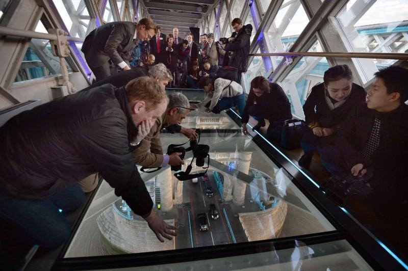 Glazen Vloer Huis : Glazen vloer nieuwste attractie tower bridge u2022 glas in beeld