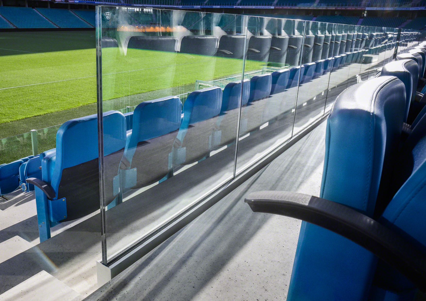 q railing introduceert sterkste glasrailingsysteem aller tijden glas in beeld. Black Bedroom Furniture Sets. Home Design Ideas