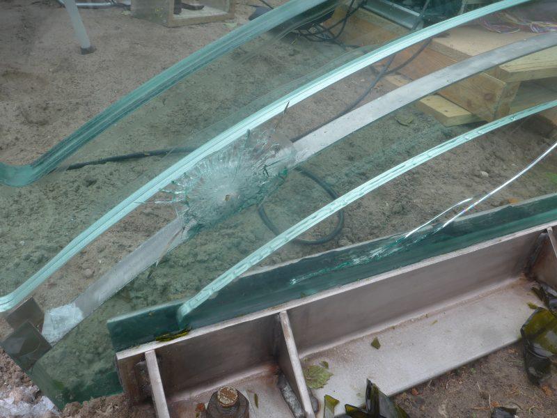 brug van glas en staal